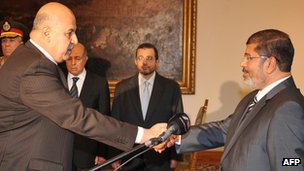Egyptian Vice-President Mahmud Mekki (L) at his swearing-in ceremony with President Mohammed Morsi