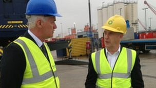 Colin Parker, Chief Executive of Aberdeen Harbour (L) and Jim Cowie, Vice-President of Drilling at BP North Sea 