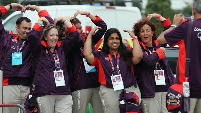 London Olympic volunteers do 'The Mobot'