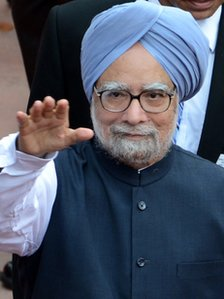 "Indian Prime Minister Manmohan Singh waves as he leaves after delivering his speech on India""s 66th Independence Day in New Delhi on August 15, 2012"