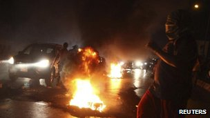 Tyres burn on the main road leading to Beirut airport (15 Aug 2012)