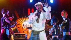 Koffi Olomide performing in 2005