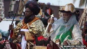 The Emir of Kano, Alhaji Ado Bayero (r)