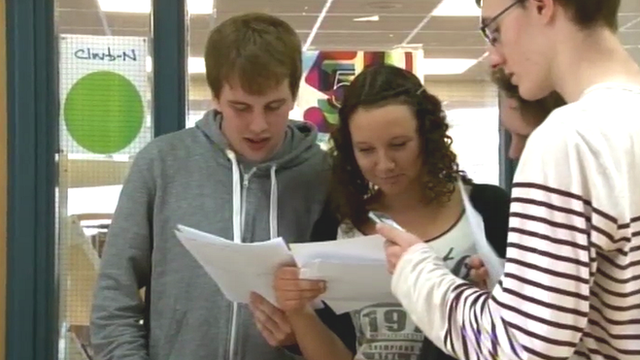 Studens receive their results