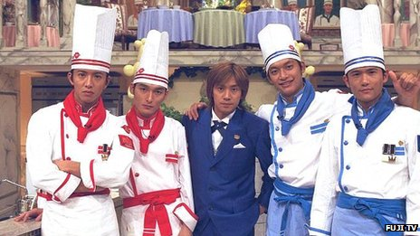 SMAP, in their cooking gear