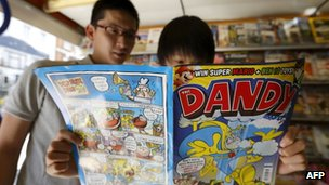 Comic book fans read a copy of The Dandy in a newsagents