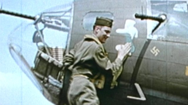 Airman's affectionate gesture to the Memphis Belle