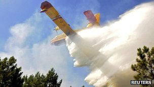 Water bomber being used to fight a forest fire near the western French resort of Lacanau on 17 August 2012