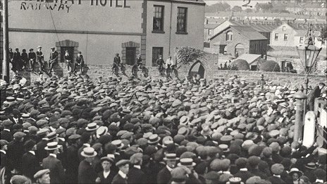 Crowds gather in Llanelli in August 1911 Photo: Llanelli Library Service