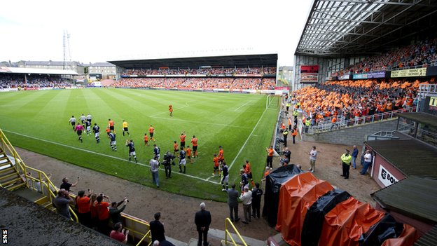 A sell-out crowd greets the two city rivals at Tannadice