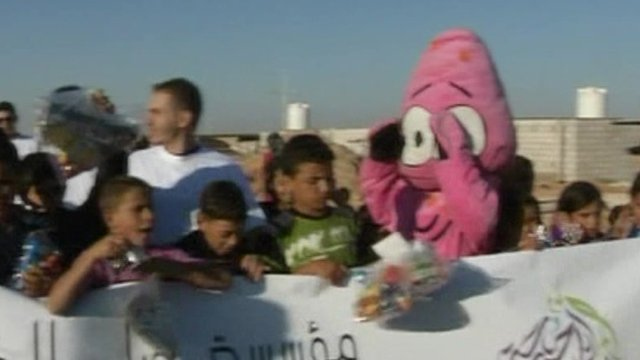 Refugees celebrate eid on Syrian border