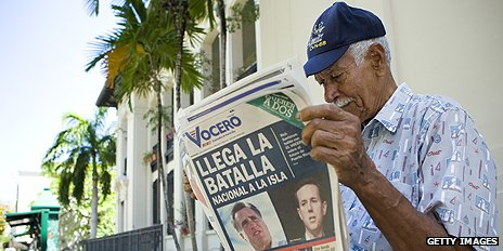Newspaper reader in Puerto Rico