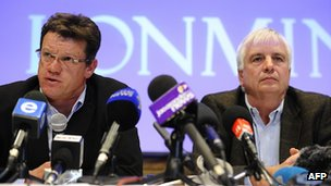 Lonmin executives Mark Munroe and Simon Scott at news conference. 20 Aug 2012