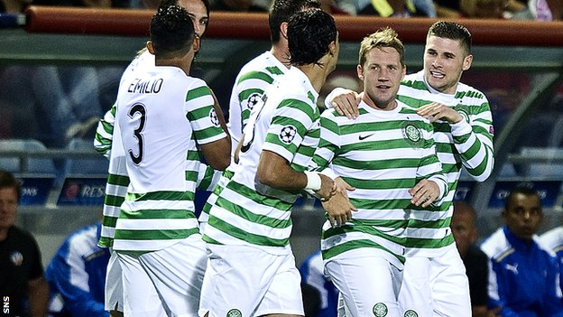 Celtic celebrate an early goal from Kris Commons