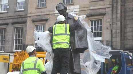 Sherlock Holmes statue in Picardy Place