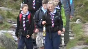 Scouts carrying miner&#039;s lamp