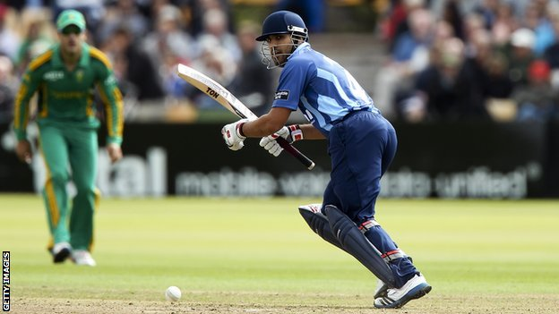 Ravi Bopara playing for Gloucestershire