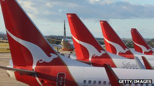 Qantas credit rating cut to junk