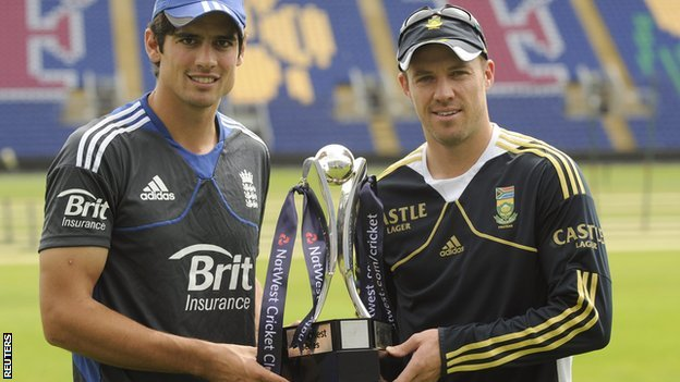 England one-day captain Alastair Cook and South Africa limited-overs captain AB de Villiers with the series trophy