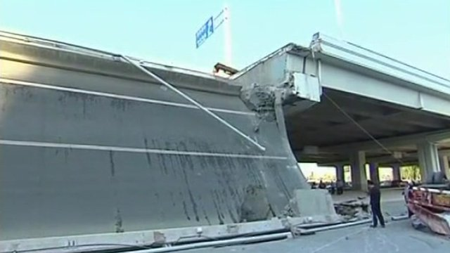 Collapsed section of Yangmingtan Bridge