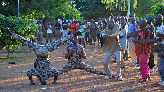 Militia recruits being trained
