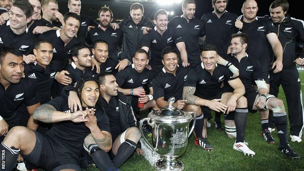 New Zealand celebrate retaining the Bledisloe Cup