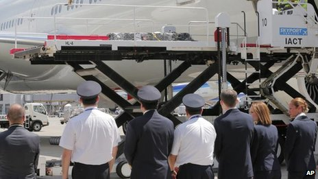 Coffin of Mika Yamamoto arrives at Narita airport, Japan (25 August)
