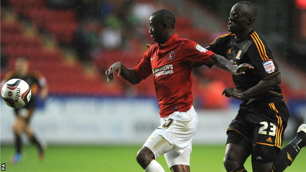 Charlton Athletic's Bradley Wright-Phillips (left) and Hull City's Abdoulaye Faye (right)