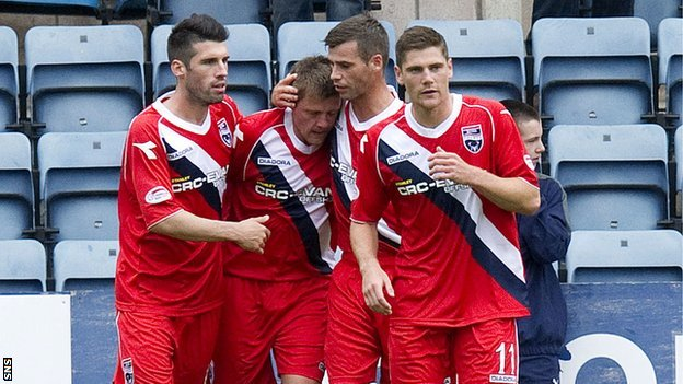 Ross County celebrate Richard Brittain&#039;s (second from left) penalty winner