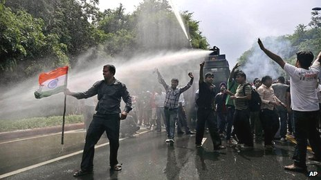 Police water cannon hits protesters at an anti-corruption demonstration outside the New Delhi residence of Prime Minister Manmohan Singh on 26 August 2012