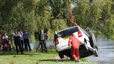 Car pulled from Roath Park Lake