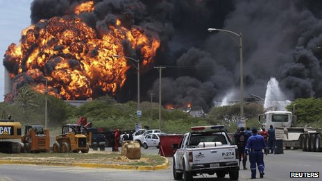 Fuel storage tanks burning at a refinery in Venezuela on 27 August 2012