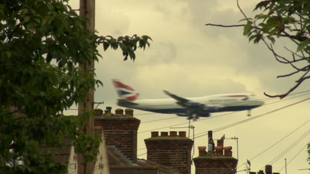 Plane flying over houses of Heathrow&#039;s neighbours