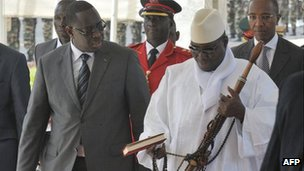 President Macky Sall and President Jahya Jammeh in Dakar (5 May 2012)