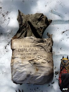 This undated handout picture shows a diplomatic bag reading &quot;Diplomatic mail&quot; and &quot;Ministry of external affairs&quot; belonging to the Indian Government after it was found at the Bossons Glacier, near the Mont Blanc in the French Alps, on August 21, 2012.