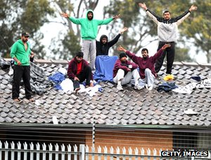 Asylum seekers&#039; rooftop protest, Sydney detention centre, 2010