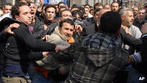 Anti-government and pro-Assad supporters clash in capital Damascus (file photo)