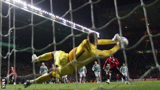 Artur Boruc saves Louis Saha's penalty