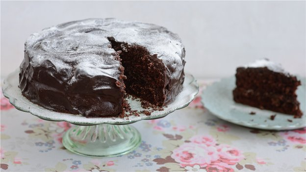 Mary Berry&#039;s chocolate sponge cake