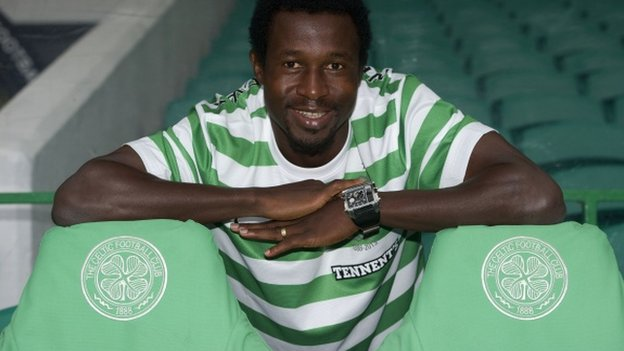 Efe Ambrose tries a Celtic shirt on for size