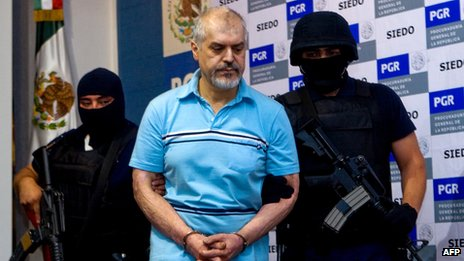 Suspected Mexican drugs baron Eduardo Arellano-Felix being presented to a news conference on 27 October 2008, following his arrest in the city of Tijuana (file picture)