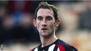 Mark Kerr in action for Dunfermline