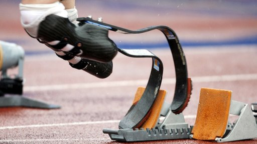 Oscar Pistorius in starting blocks