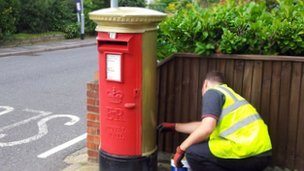 Royal Mail painting a gold postbox in Belton