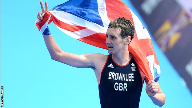 Alistair Brownlee wins Olympic triathlon