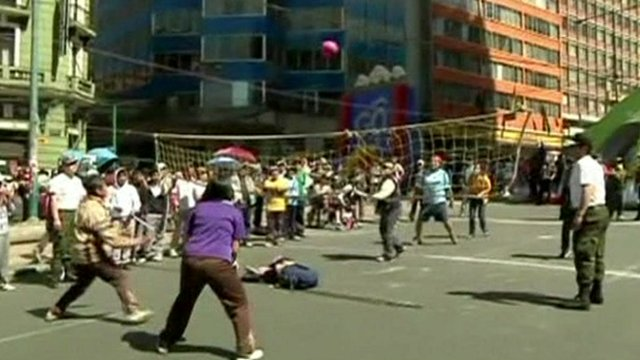La Paz residents play volleyball in the streets