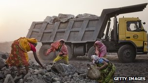 File photo of women gathering coal in India (February 2009)