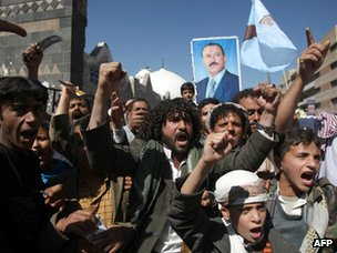 Supporters of Ali Abdullah Saleh in Yemen's capital, Sanaa (13 January 2012)