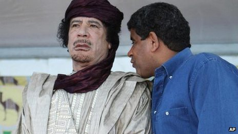 Ex-Libyan spy chief Abdullah al-Senussi (R) talks to Col Muammar Gaddafi (file pic 6 Oct 2009)