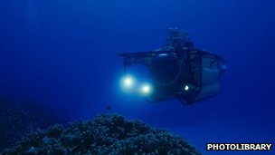 Submersible vehicle in deep water